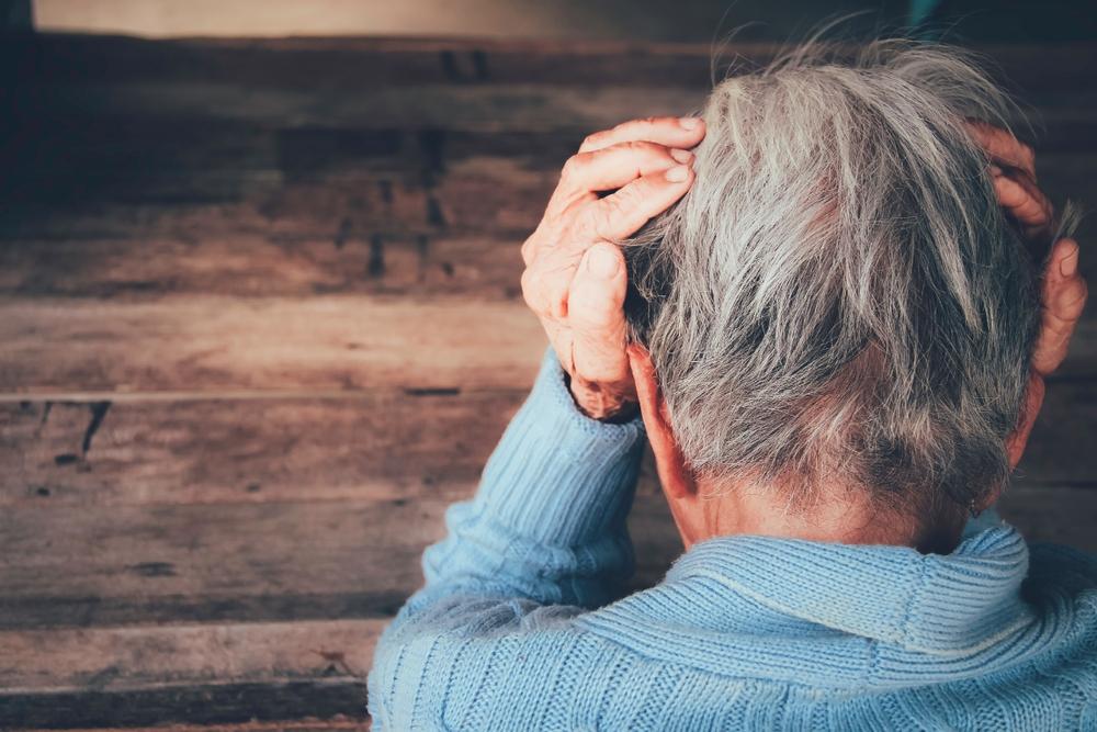 Abusi sugli anziani: come riconoscere i segni di un abuso fisico